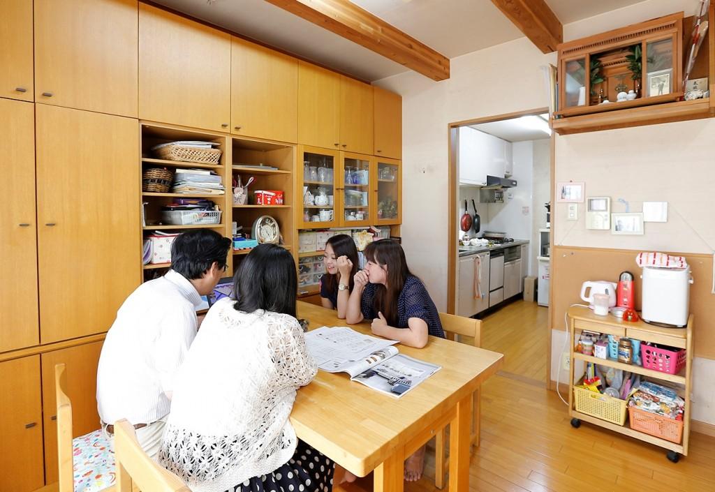 大阪で暮らすKさん一家は、夫婦と姉妹の4人家族。築15年を過ぎ、収納が足りなくなったことをきっかけにリフォームすることに