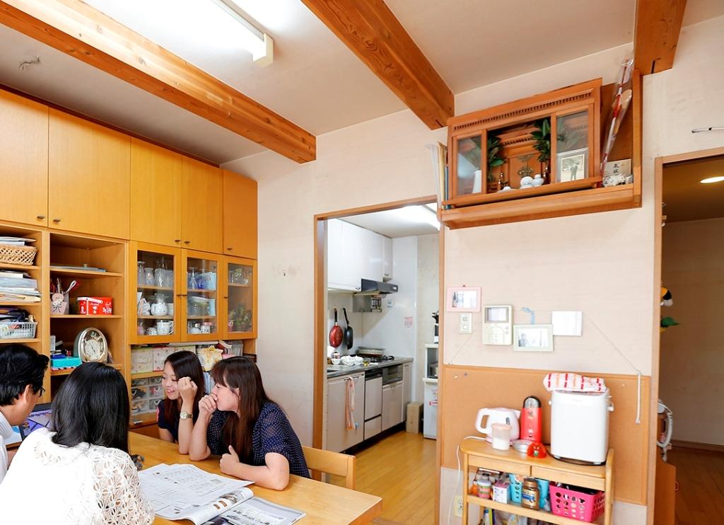 Kさんの家は、リビングダイニングとキッチン・廊下の間に間仕切り壁があった(撮影:渡辺慎一)