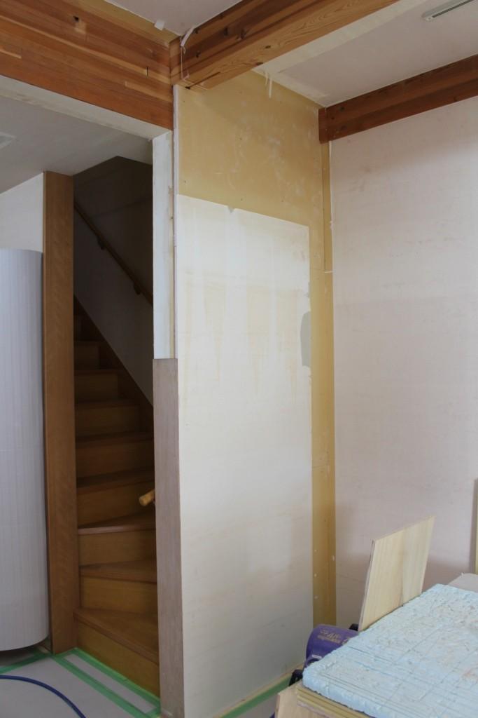 階段横の耐力壁はそのまま残す