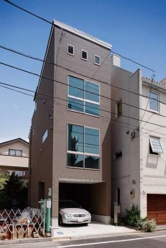 都心でガレージと屋上を実現した木造3階建ての家