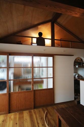 角屋根の勾配天井にすることで生まれたロフト空間