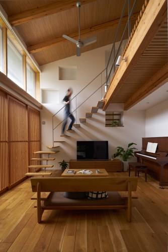 """無垢材の質感と階段・格子が美しい大開口のリビング空間"""""""""""