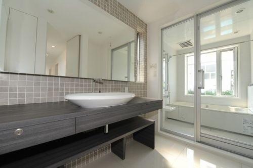 バスルーム デザイン性の高い洗面ボウル