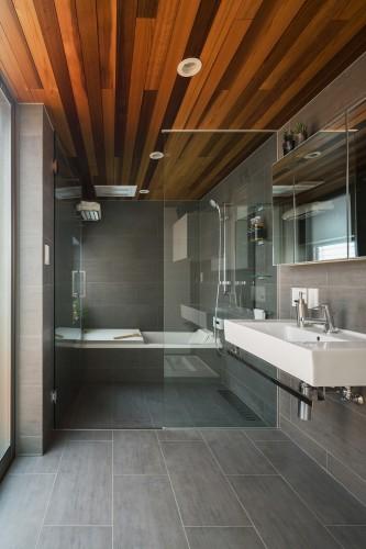 デザイン性の高いバスルーム