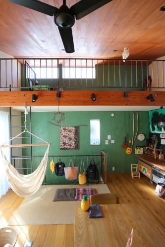 アスレチックのように縦に登るロフトはしごのある子供部屋