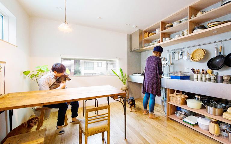 犬と猫と暮らす家