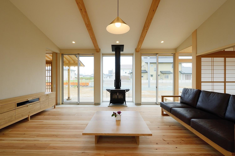 【二世帯住宅のコツ1】二世帯が自然と集まる、快適な共有スペースを作る