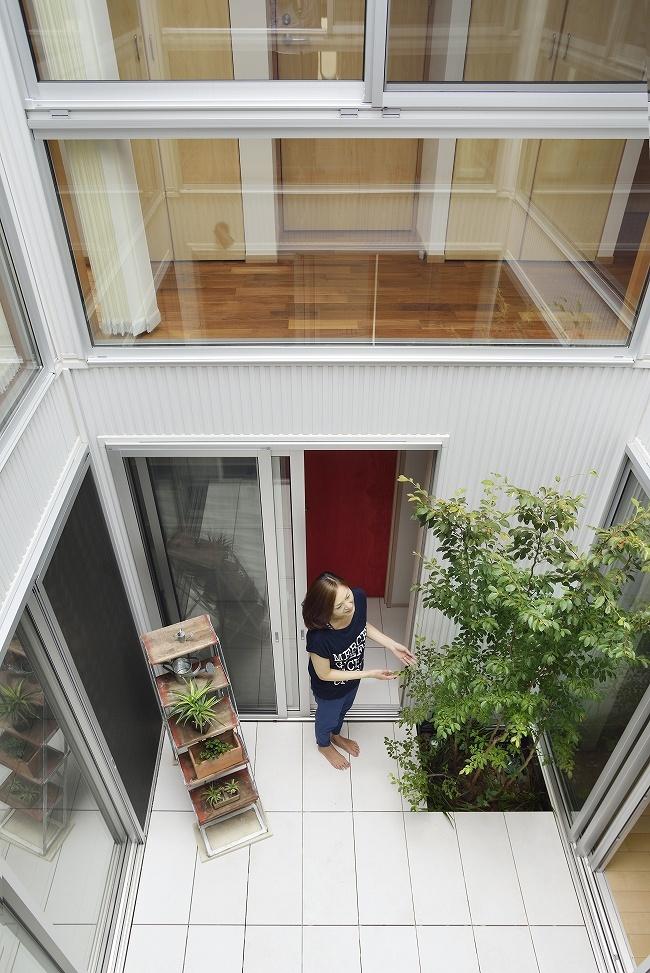 【二世帯住宅のコツ6】二世帯が楽しく共有できる、中庭やデッキを設ける