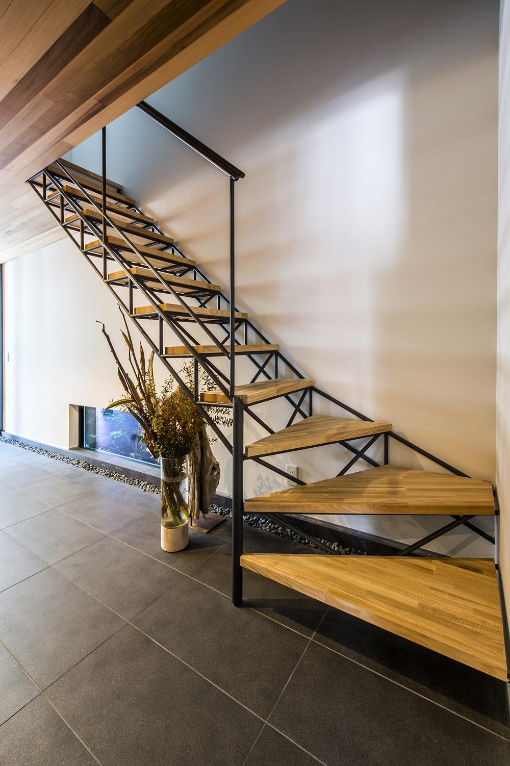 デザイン性の高い階段は、空間の主役になる
