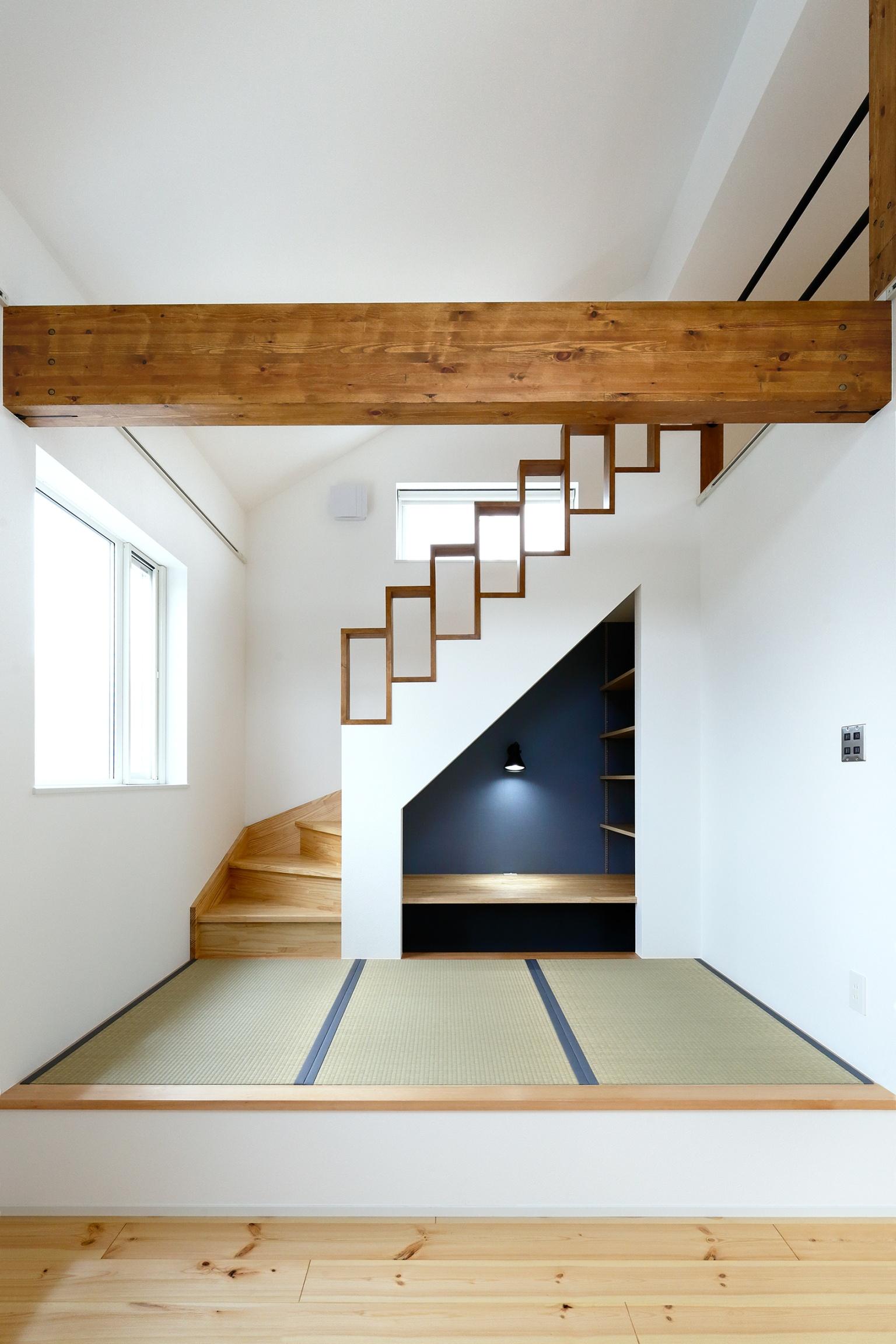 デザインを工夫すれば、階段下も有効活用!