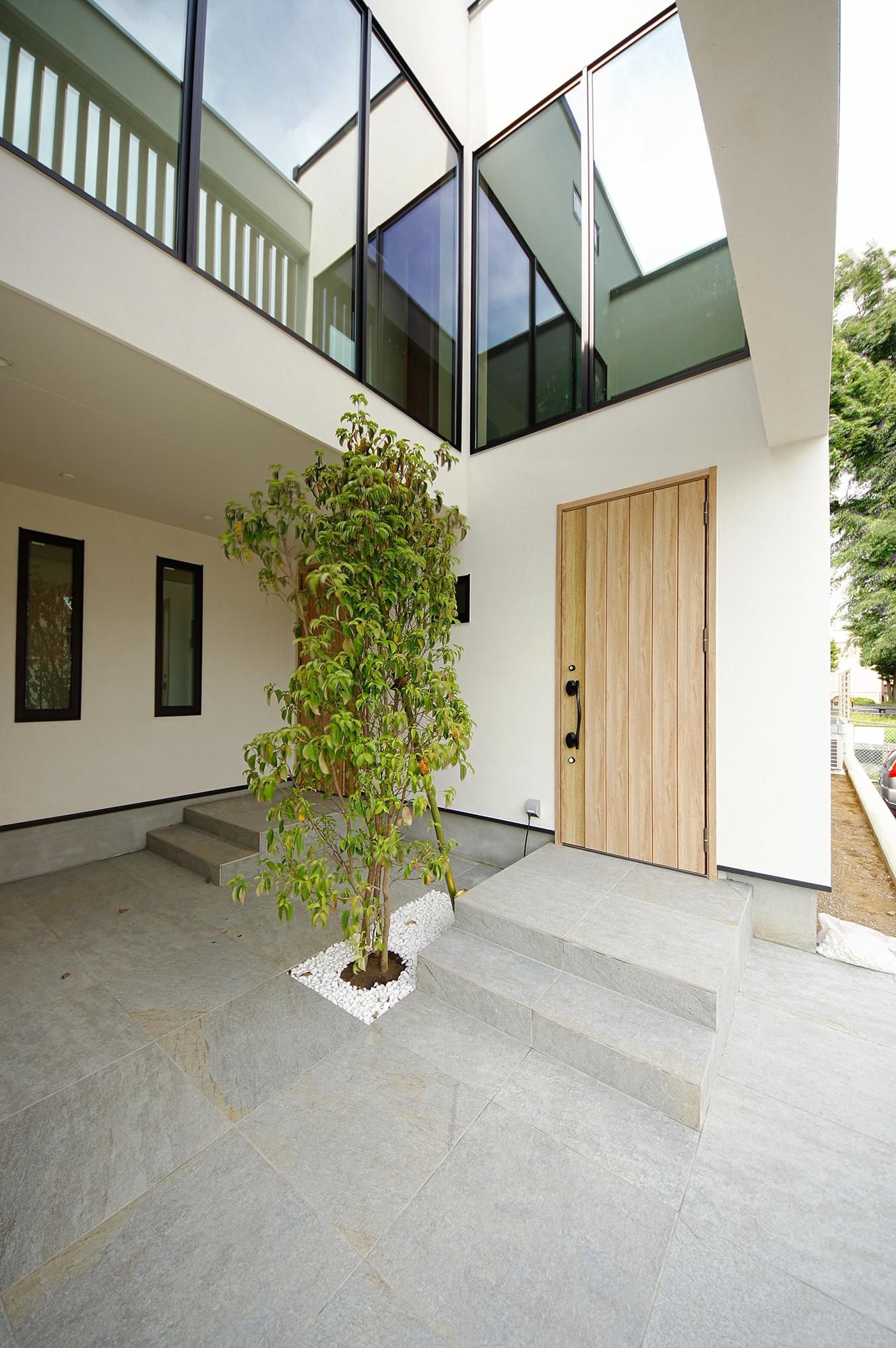 完全分離型の二世帯住宅の玄関