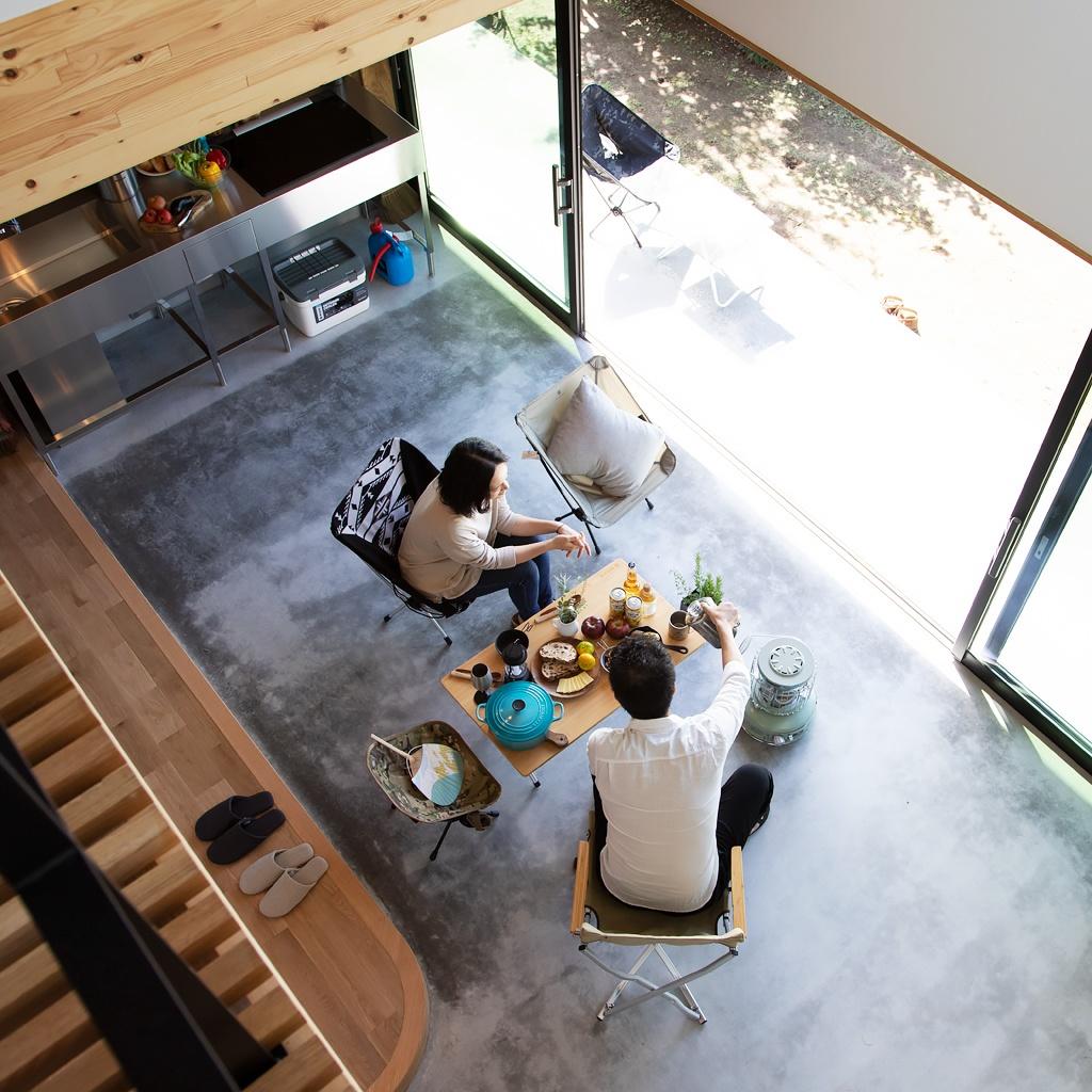 キッチンのある土間玄関の和モダンな家