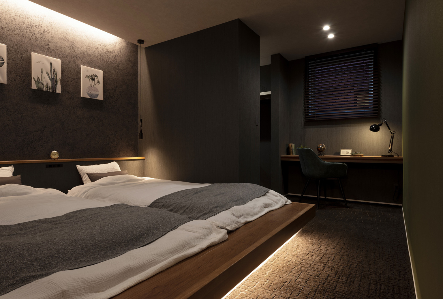 間接照明のホテルライクな寝室