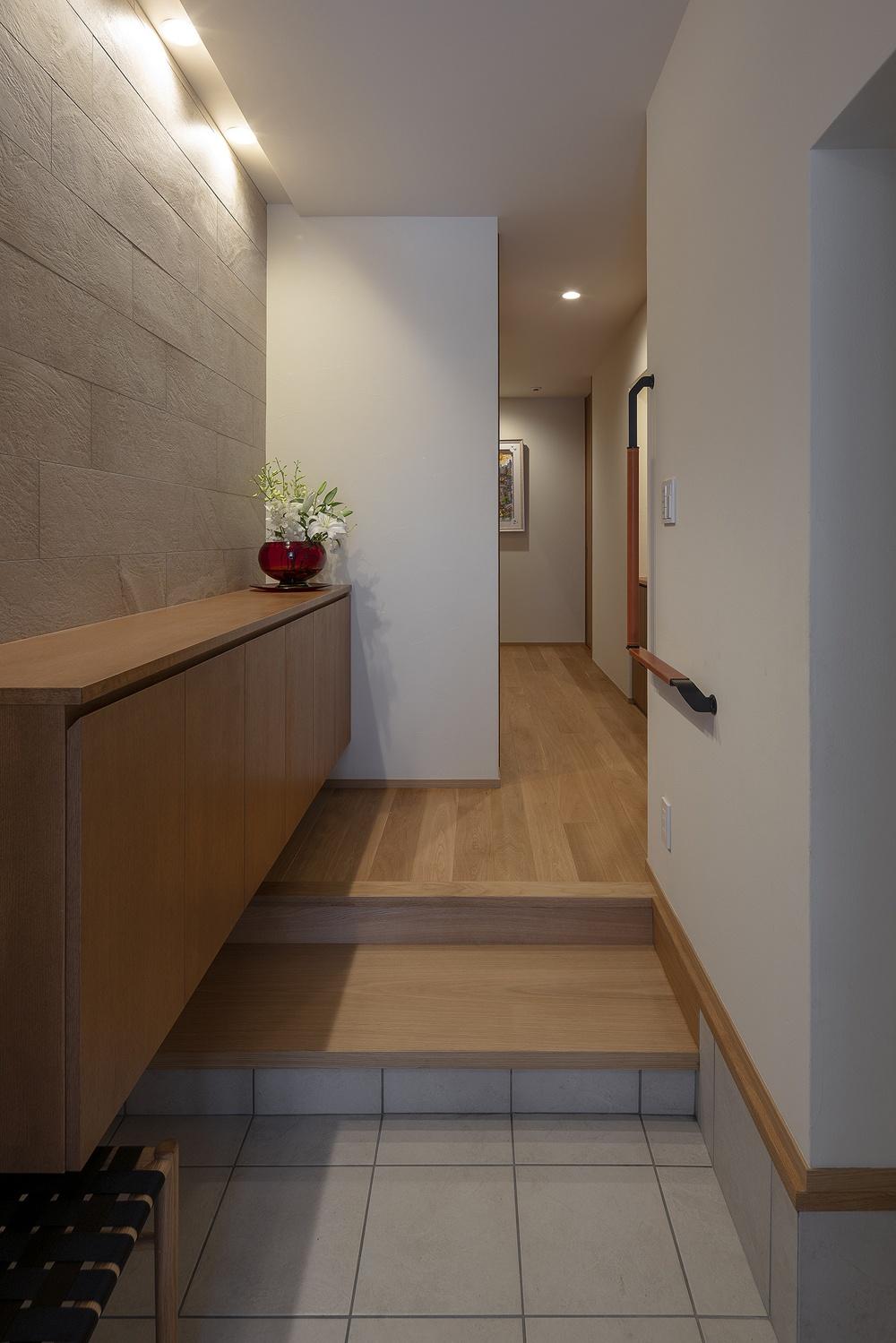 二世帯住宅の段差の小さい玄関