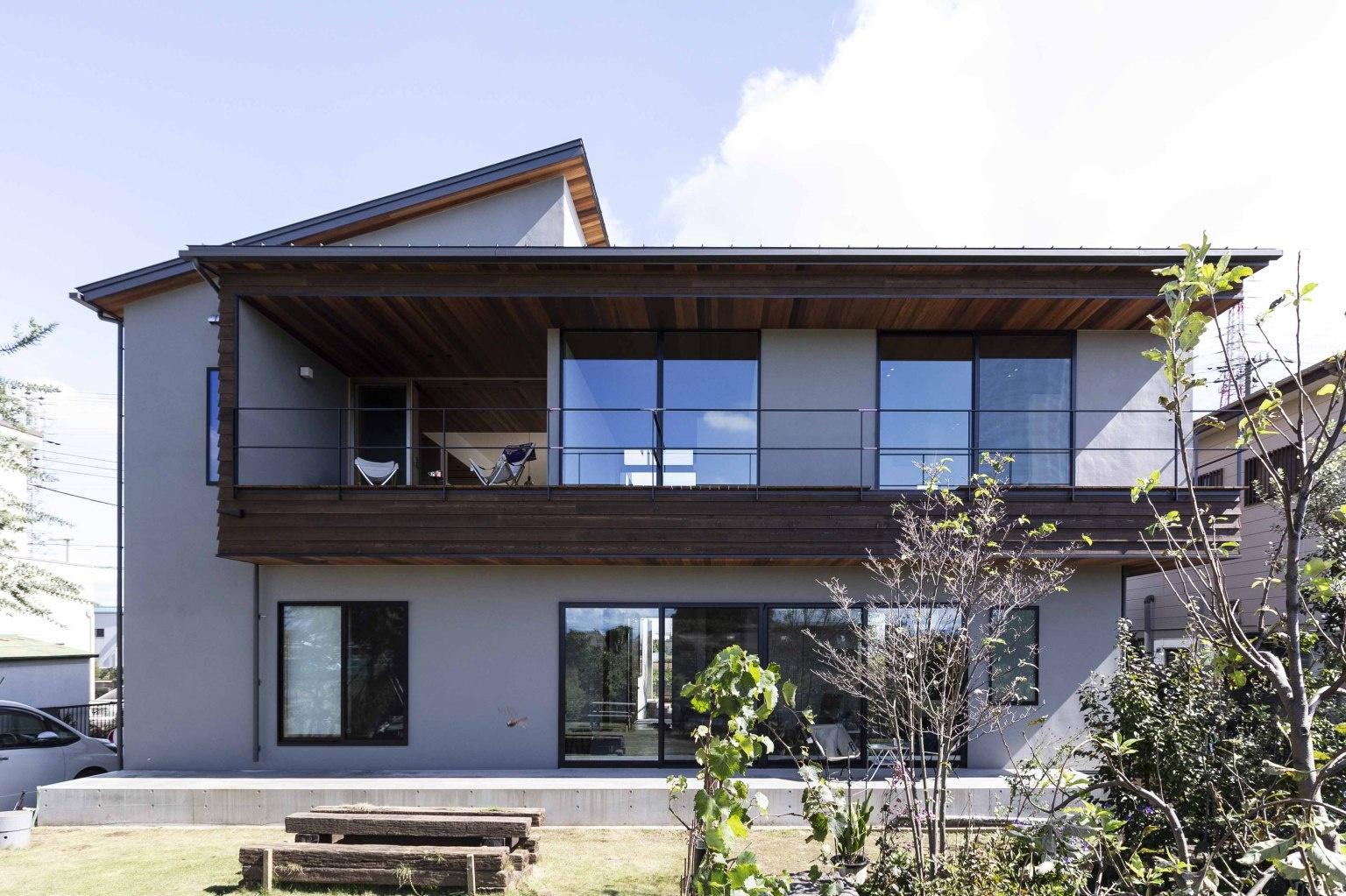 和モダンのおしゃれな外観の二世帯住宅