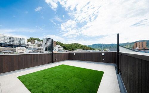 屋上を楽しむ家