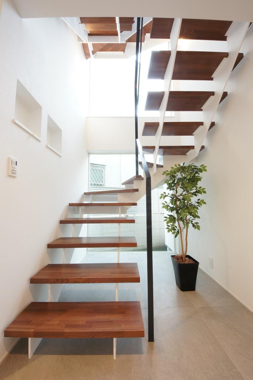 3階建て住宅の階段
