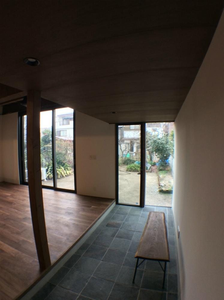 作業スペースのある土間玄関