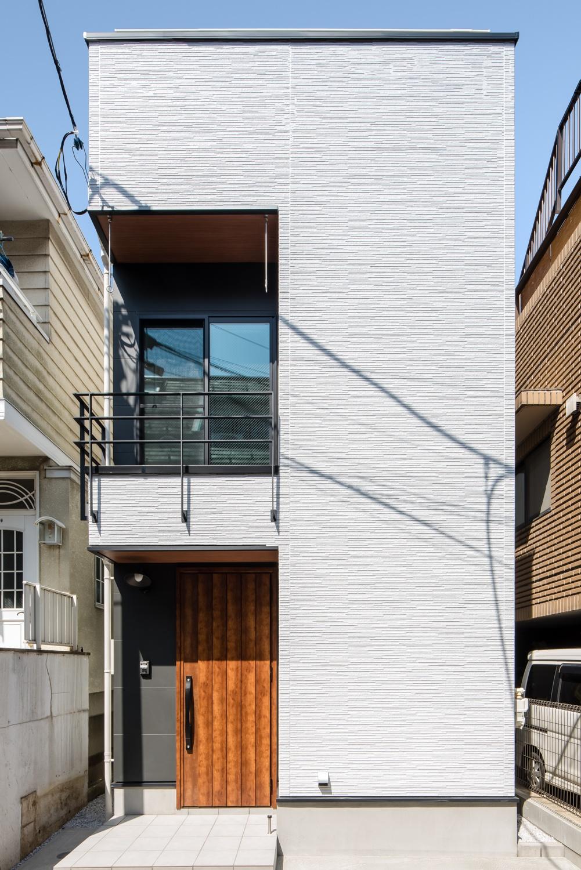 グレーの外観の狭小住宅