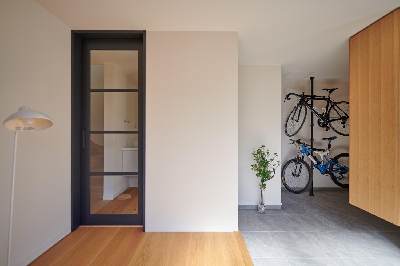 自転車を置ける土間玄関