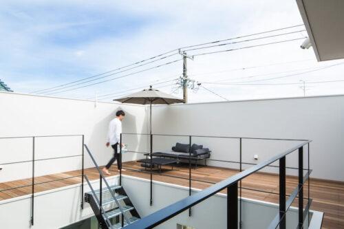 新潟の中庭にテラスのある住宅