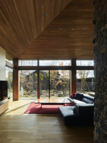 新潟の庭の風景を楽しめる住宅