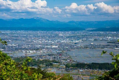 新潟の山と川の風景
