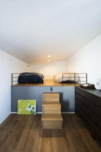 スキップフロアの寝室