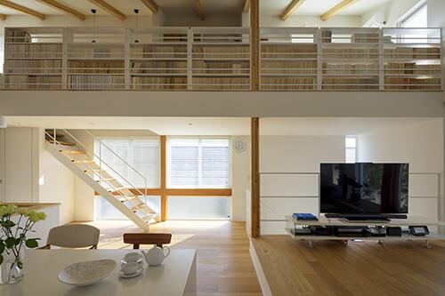 書斎のような本棚のロフト