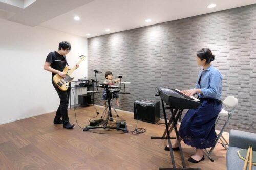 楽器を演奏できる地下室