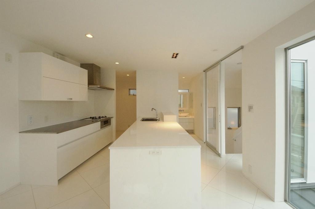 光あふれる白い家 内装|重量木...